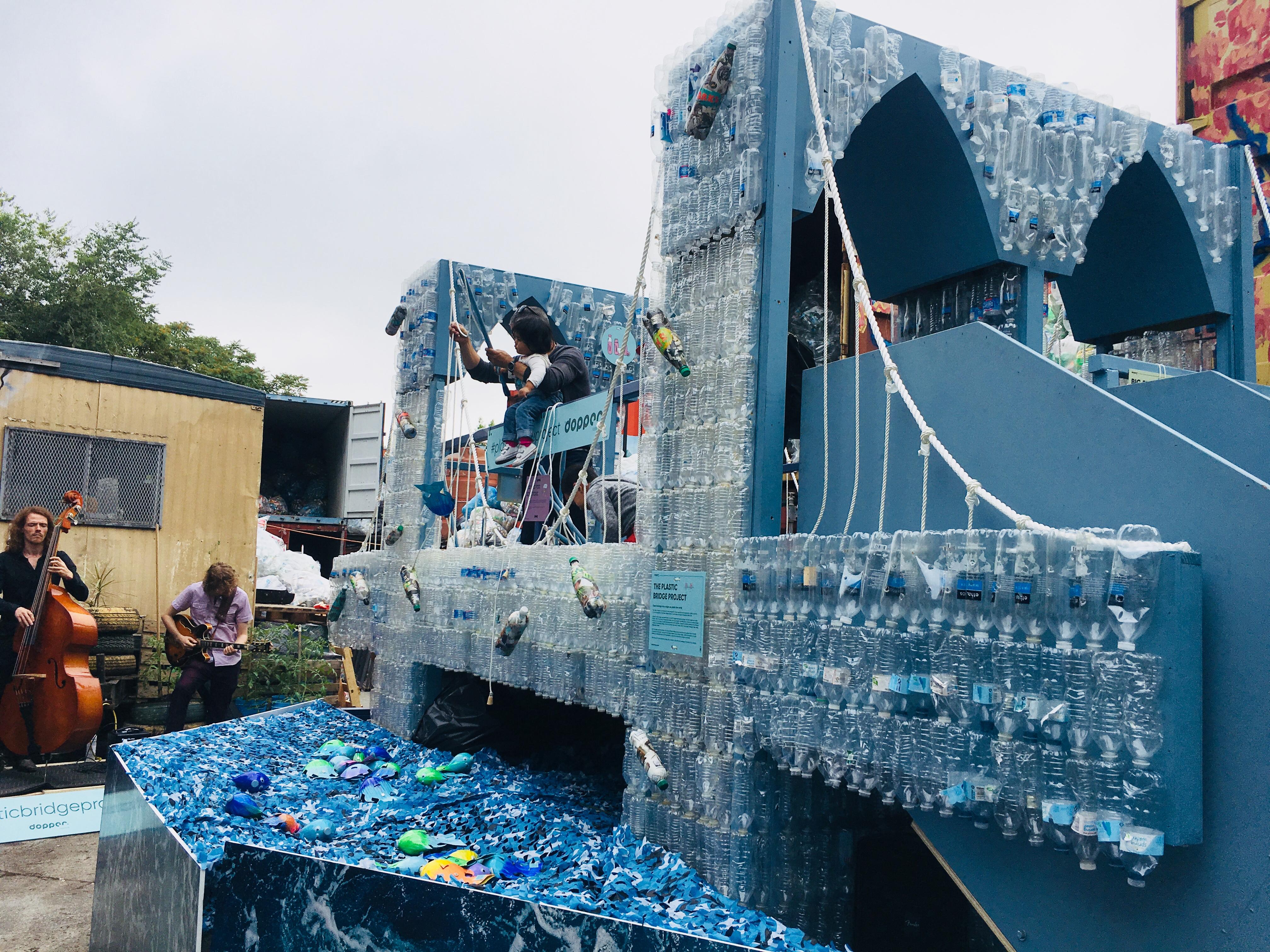 #PlasticBridgeProject van Dopper in Brooklyn
