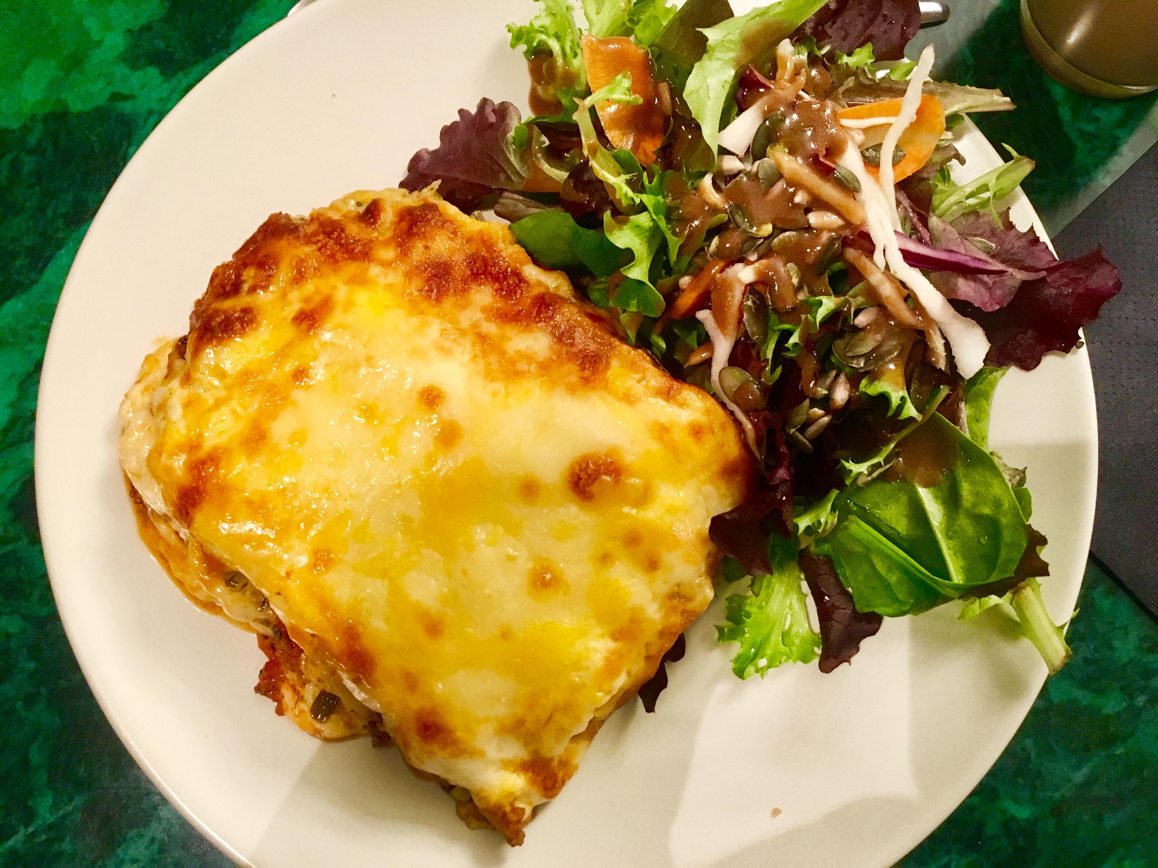 Aubergine lasagne bij Tous Les Jours Dimanche in Vieux Ville