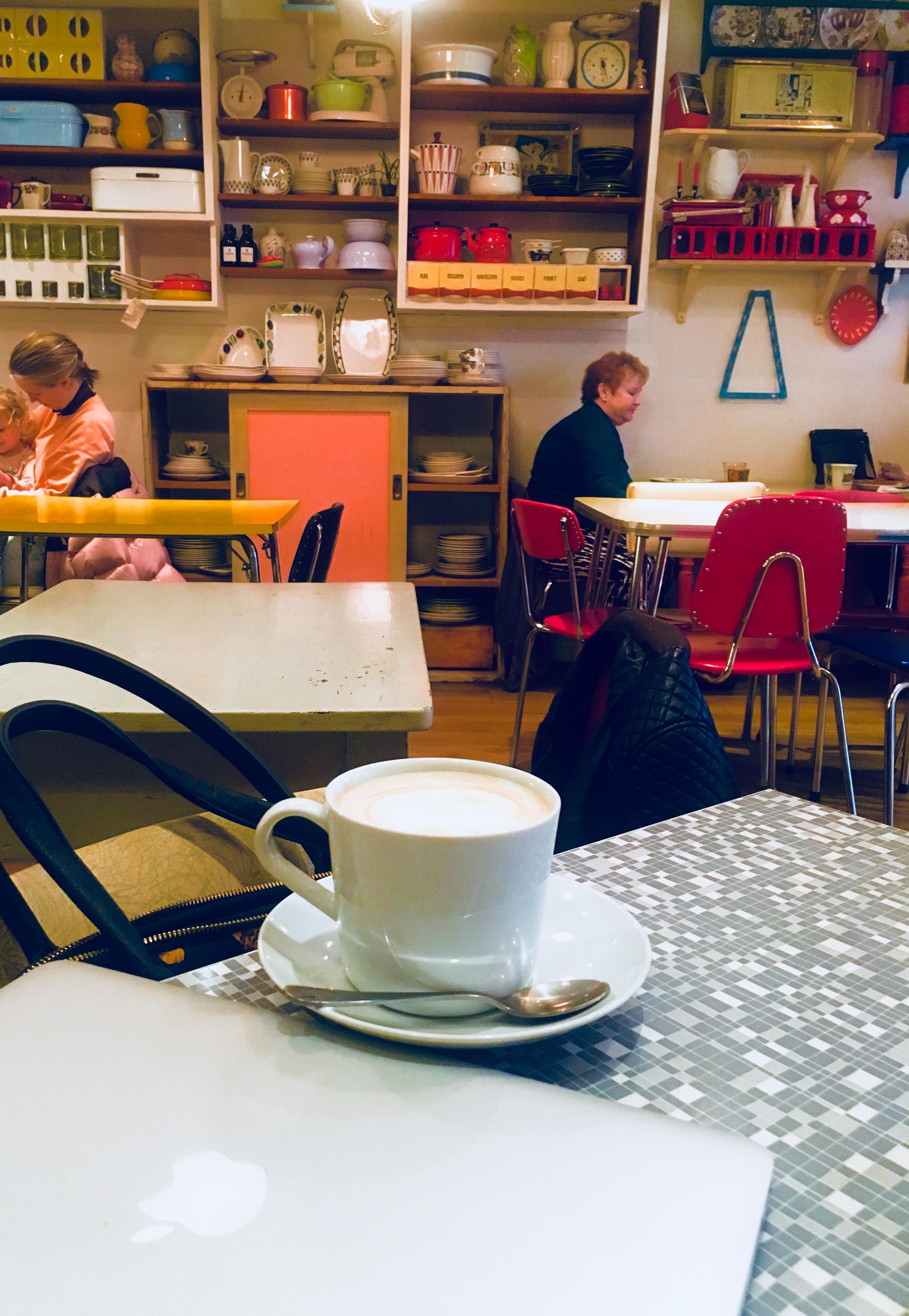 Koffie in retro stijl bij Retrolykke