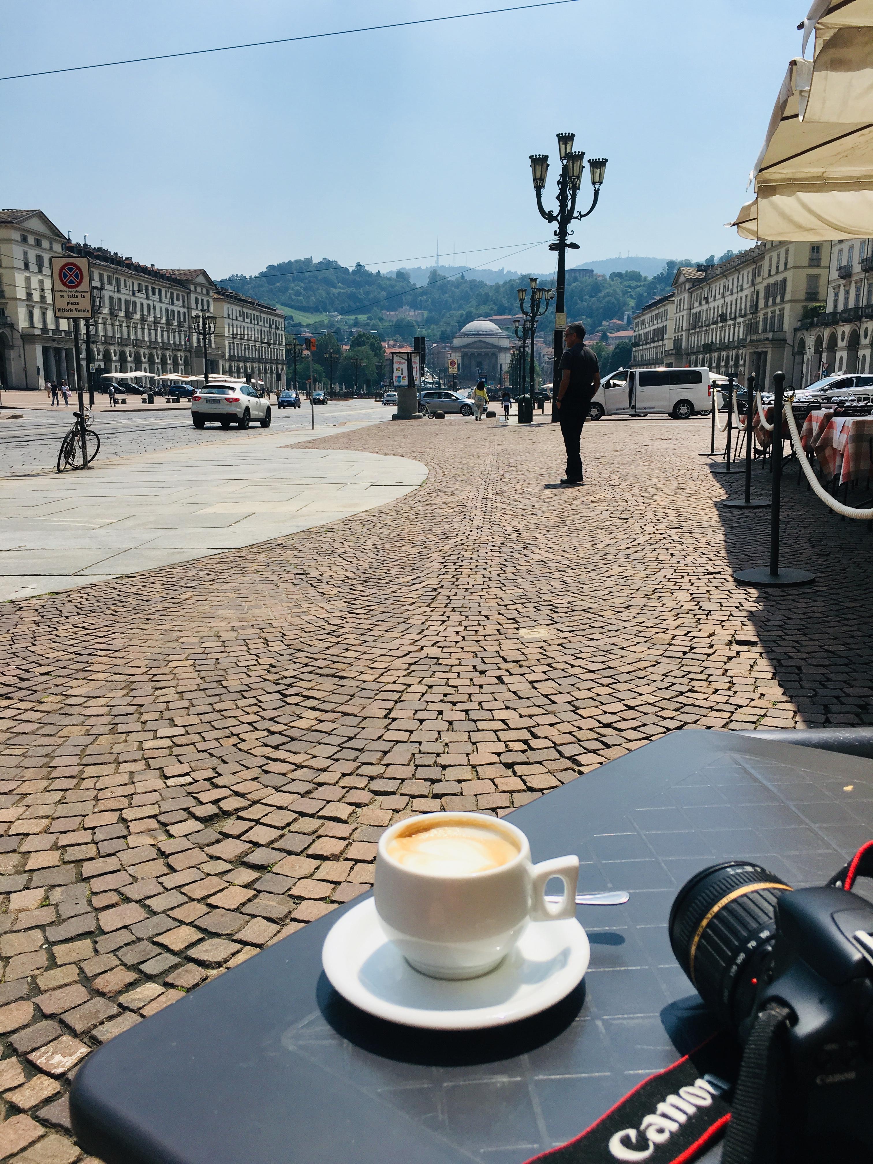 Cappuccino met uitzicht over Gran Madre