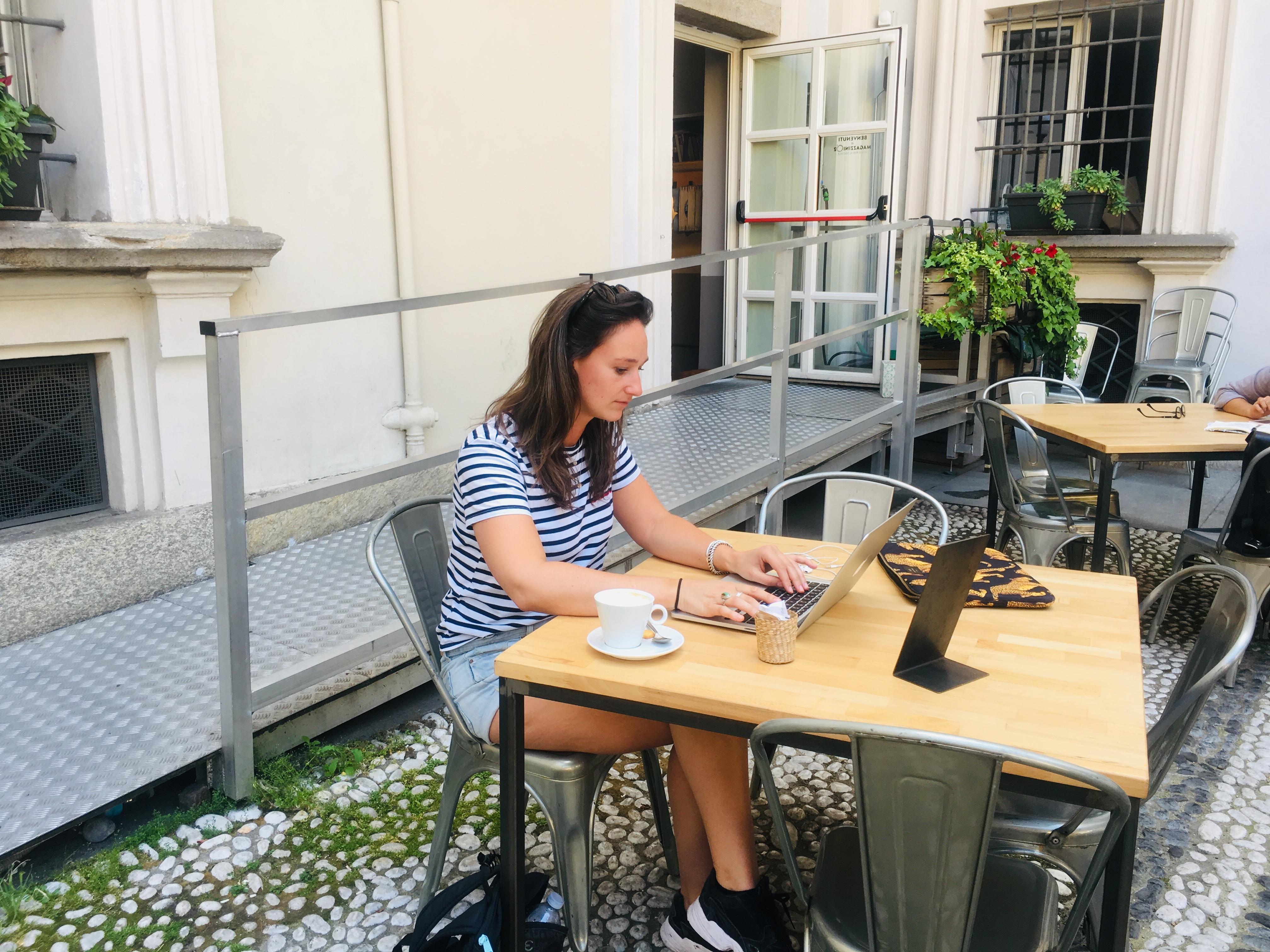 Laptopje openklappen bij Maggazini